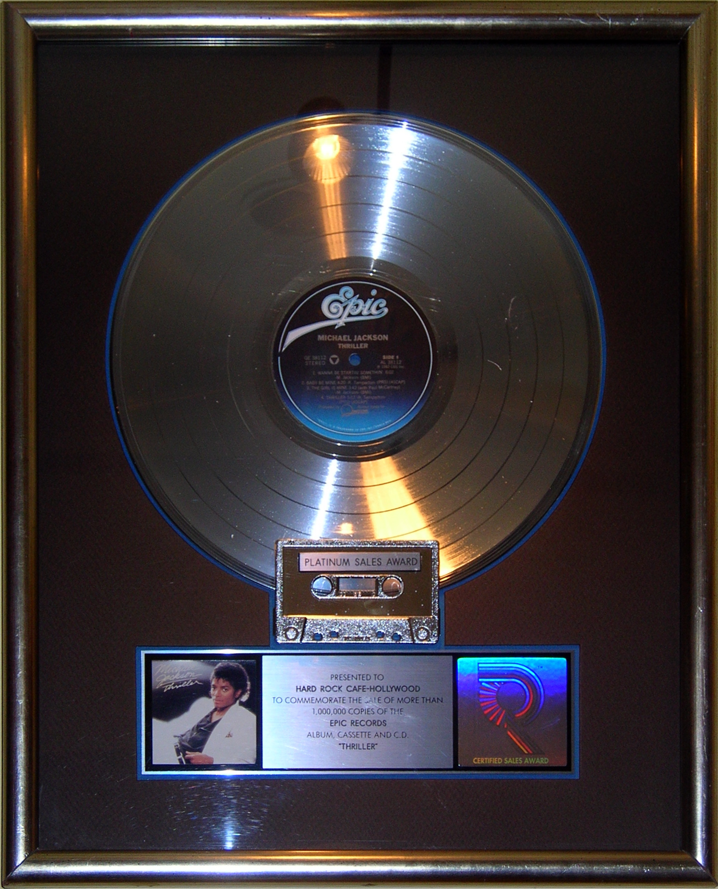 Thriller_platinum_record,_Hard_Rock_Cafe_Hollywood
